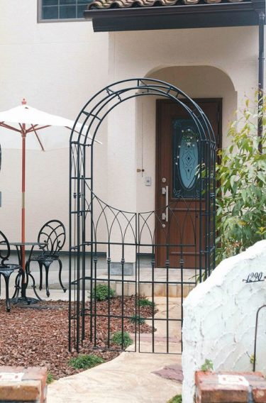 門扉付きガーデンアーチを購入!対応・お値段とともに大満足