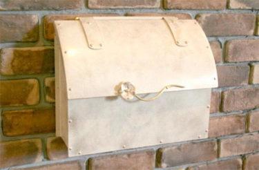 上品な郵便ポストで毎日郵便受けを覗くのが楽しみになりました