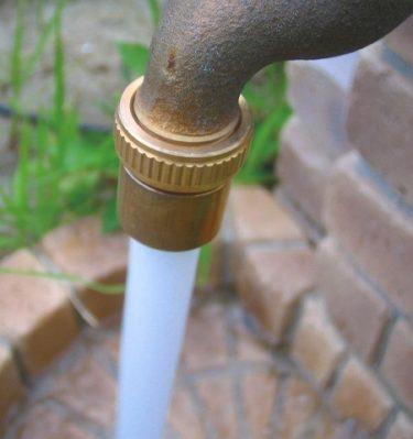蛇口先端金具ホースアダブターと泡沫アダプターで立水栓の蛇口が使いやすくなりました