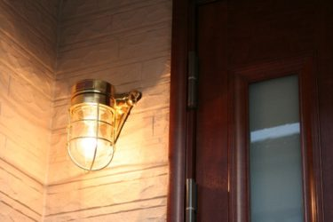 外灯のマリンライト照明が作り出す空間は費用を費やすに充分価値のあるものでした