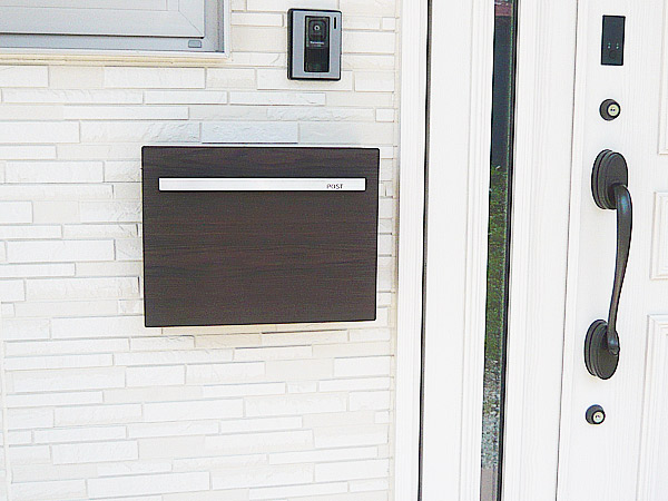 ポスト 郵便受け 壁掛け郵便ポスト デザインポスト 鍵付き ノイエキューブ 木目タイプ タモ 壁掛け式 鍵付き モダンスタイル